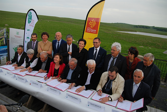 Signature du contrat Région/PNR d'Occitanie, crédit photo : C. Bañuls